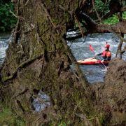 Eine typische Sommeraktivität der Deutschen ist auch das Kajakfahren. Aber Vorsicht: Oft gibt es auf dem Wasser keinen schützenden Schatten.