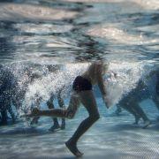 Das Freibad ist die klassische Lösung gegen die Hitze. Doch viele stecken tief in der Krise.