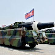 Kim Jong Un lässt wieder die Muskeln spielen (Foto)