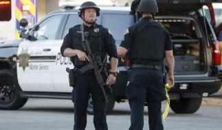 Nach Schüssen auf einem Volksfest in Kalifornien sind mindestens drei Menschen gestorben. Der mutmaßliche Schütze wurde von der Polizei erschossen. (Foto)