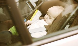 Das Kind bei den Temperaturen im Auto zu vergessen ist für die meisten Eltern eine Horrorvorstellung. (Foto)