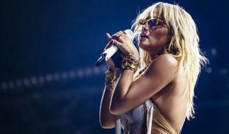 Rita Ora genießt ihren Sommer. (Foto)