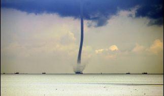 Eine Windhose bildete sich am Sonntag über dem Bodensee. (Symbolbild) (Foto)