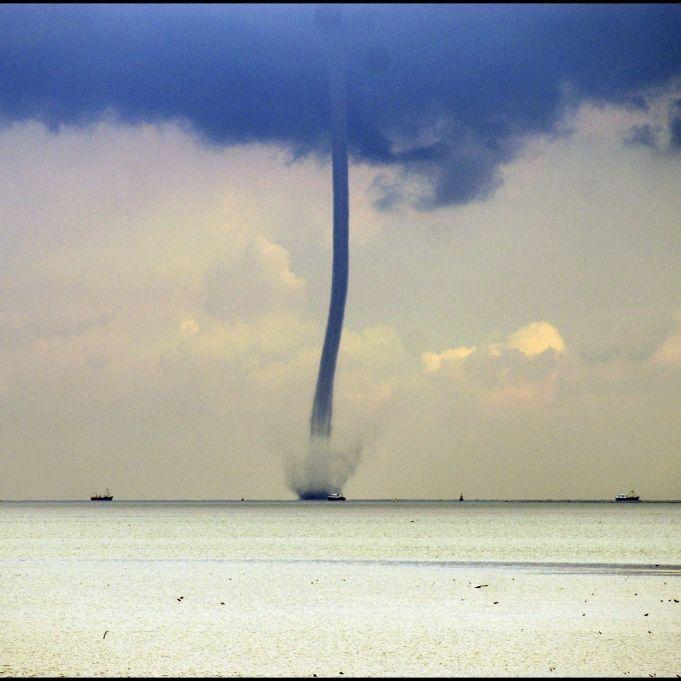 Tornado-Alarm? Video von Wasserhose sorgt für Wirbel (Foto)