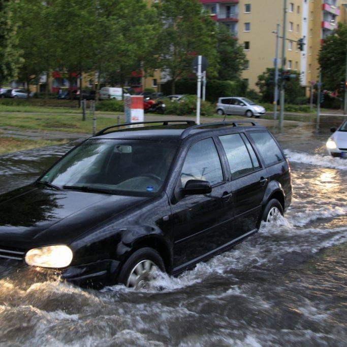 Starkregen flutet Deutschland! HIER drohen Unwetter (Foto)