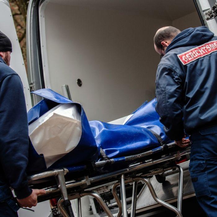 Zwei bis zur Unkenntlichkeit verweste Leichen in Zelt entdeckt (Foto)