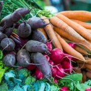 Igitt! Betrunkene Supermarkt-Kundin pinkelt auf Gemüse (Foto)