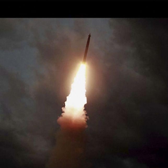 Kim Jong Un feuert mehrere Raketen ab - Lob von Trump (Foto)