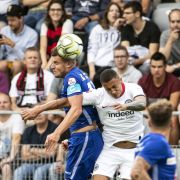 Eintracht Frankfurt leiht Innenverteidiger Tuta (r.) nach Belgien aus.