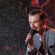 Florian Silbereisen stand bei Regen auf der Bühne. (Foto)