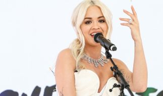 Rita Ora urlaubt gerade in Sardinien. (Foto)