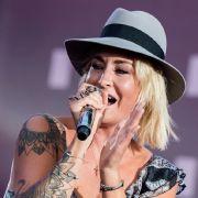 Schwanger?! HIER zeigt die Sängerin ihren Baby-Bauch (Foto)