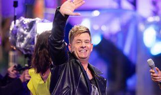 """Beim Einzug in den """"Promi Big Brother""""-Knast ging es Almklausi noch gut. (Foto)"""