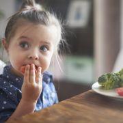 Wie ungesund, gefährlich oder sinnvoll ist vegane Ernährung für Kinder wirklich? (Foto)