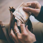 Gehälter-Vergleich! Wer gilt in Deutschland als reich, wer als arm? (Foto)