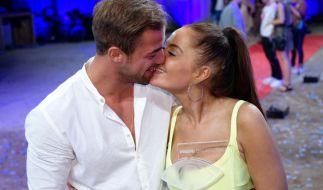 Tobias Wegenern und Janine Pink sprechen über ihre Liebesbeziehung. (Foto)