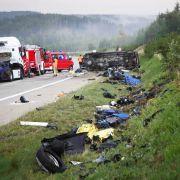 Lkw rast in Biker-Gruppe! Vier Motorradfahrer tot, drei Verletzte (Foto)