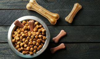 Edeka und Netto rufen Hunde-Snacks zurück. (Foto)