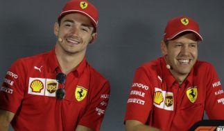 Charles Leclerc (l) aus Monaco vom Team Ferrari und Sebastian Vettel aus Deutschland vom Team Ferrari sind voller Vorfreude. (Foto)
