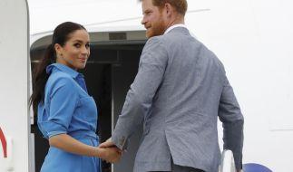 Herzogin Meghan und Prinz Harry brechen mit Baby Archie im Schlepptau nach Afrika auf. (Foto)