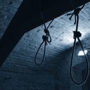 Vater erhängt vier Kinder mit Gürteln (Foto)