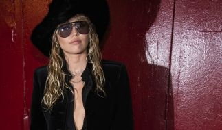 Miley Cyrus ließ bei der Fashion Week in New York tief blicken. (Foto)