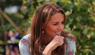 """Herzogin Kate amüsiert sich während ihres Besuchs des """"Back To Nature"""" Festivals im RHS Garden. (Foto)"""