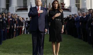 US-Präsident Donald Trump und First Lady Melania Trump gedachten am Mittwoch der Opfer des 11. September mit einer Schweigeminute im Weißen Haus in Washington. (Foto)