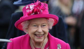 Queen Elizabeth öffnet die Türen vom Buckingham Palace. (Foto)