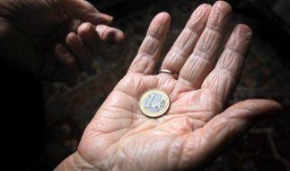 Frauen erhalten im Alter weniger Geld als Männer. (Foto)