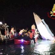 Rennboot kracht gegen Klippen - 3 Menschen sterben! (Foto)