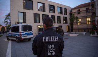In Wismar musste das SEK ein Baby in der Ausländerbehörde befreien. (Foto)