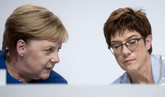 Angela Merkel und Annegret Kramp-Karrenbauer teilen sich kein Flugzeug. (Foto)