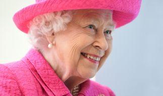 Queen Elizabeth II. ist nicht nur Oberhaupt des britischen Königshauses, sondern auch eine echte Stilikone - Angela Kelly sei Dank. (Foto)