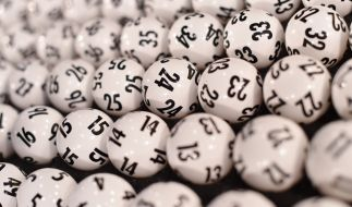 Die Lottokugeln für die Ziehung der Gewinnzahlen im Lotto am Mittwoch, 15.04.2020 (Foto)