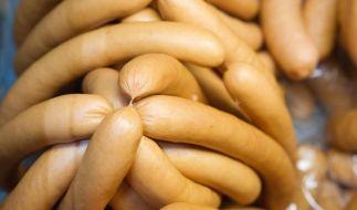 Perfekt sind Wiener Würstchen, wenn ihre Hülle knackig ist und sie nach Rauch riechen und schmecken. (Foto)