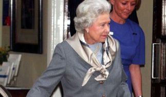 Queen Elizabeth II. hat angeblich wieder Probleme mit ihrem Knie. (Archiv) (Foto)