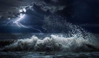 Hurrikan Lorenzo bringt Monsterwellen, Strakregen und Orkanwinde nach Europa. (Foto)