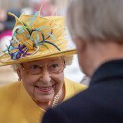 DAS ist der Geheimtipp der Queen! Kein Hut ohne dieses Accessoir (Foto)