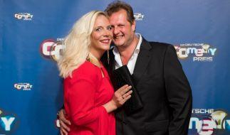 Ein Bild aus glücklichen Tagen: Daniela Büchner mit ihrem Ehemann, dem im November 2018 verstorbenen Entertainer Jens Büchner. (Foto)