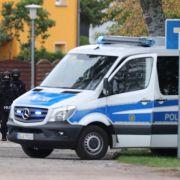 VonWiedersdorf aussoll der Täter mit einem Taxi geflüchtet sein.