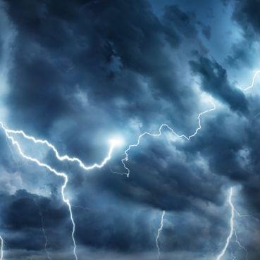 Tornados, Sturzfluten und Co.! Bei DIESEN Warnstufen sollten Sie im Haus bleiben (Foto)