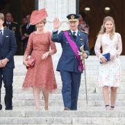 Prinzessin Eleonore (l-r), Prinz Gabriel, Königin Mathilde, König Philippe, Kronprinzessin Elisabeth und Prinz Emmanuel von Belgien.