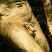 BDSM-Fan lässtsich Silikon in den Hoden spritzen und STIRBT! (Foto)