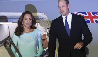 In einem türkisfarbenen Traum stahl Kate Middleton ihrem Mann Prinz William in Pakistan kurzerhand die Show. (Foto)