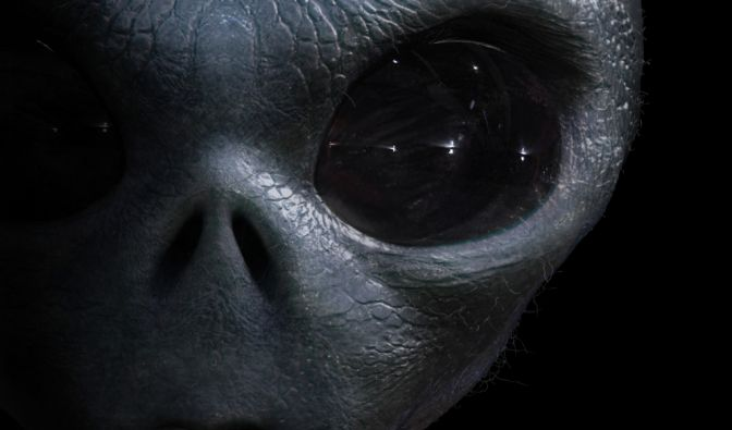 Alien-See-Wesen am Strand angespült