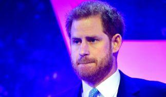 """Prinz Harry musste bei der Verleihung der """"WellChild Awards"""" sichtlich mit den Tränen kämpfen. (Foto)"""