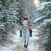 Kim Jong Un, Machthaber von Nordkorea, auf einem weißem Pferd auf dem schneebedeckten Berg Paektusan.