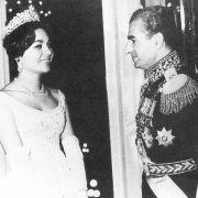 Farah Diba war die erste iranische Braut. Sie kannte die Mentalität und die Landessprache.