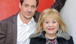 Schauspielerin Billie Zöckler, hier mit Schauspielkollege Markus Brandl, ist im Alter von 70 Jahren gestorben. (Foto)